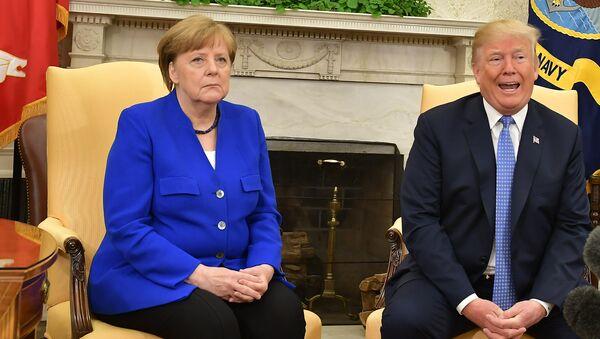 Президент США Дональд Трамп и канцлер Германии Ангела Меркель - Sputnik Таджикистан