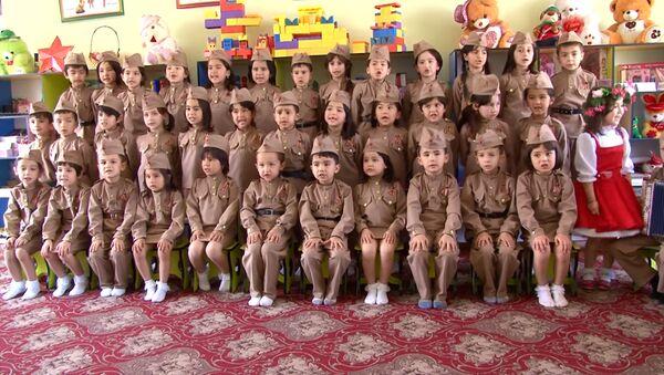 Смуглянка. Таджикские дети из детского сада №6 Гулшан - Sputnik Тоҷикистон