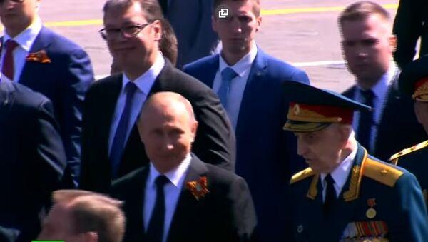 Путин вступился за ветерана, которого после парада Победы оттеснил в сторону сотрудник ФСО - Sputnik Тоҷикистон