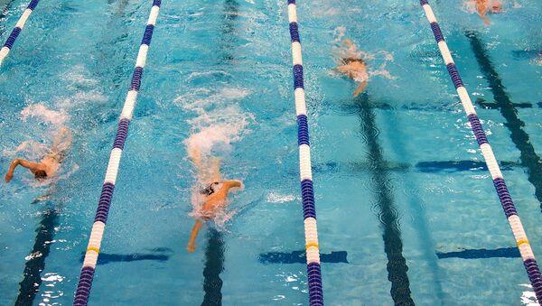 Соревнования пловцов в бассейне, архивное фото - Sputnik Тоҷикистон
