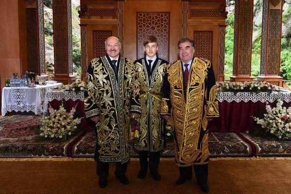 Президент Таджикистана Эмомали Рахмон и глава Беларуси Александр Лукашенко с сыном - Sputnik Таджикистан