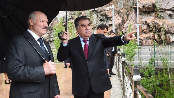 Президент Таджикистана Эмомали Рахмон и глава Беларуси Александр Лукашенко - Sputnik Тоҷикистон