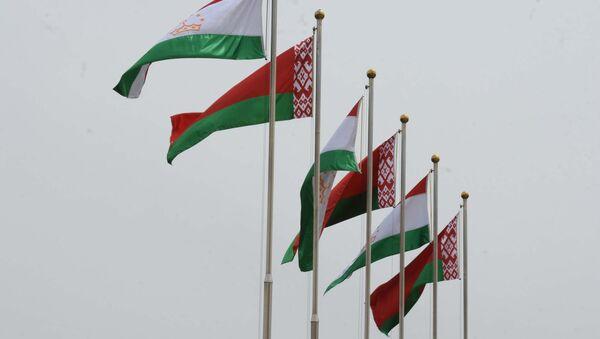 Флаги Таджикистана и Беларуси, архивное фото - Sputnik Тоҷикистон