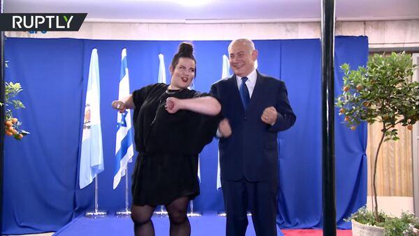 Нетаньяху исполнил танец курочки с победительницей Евровидения - Sputnik Тоҷикистон