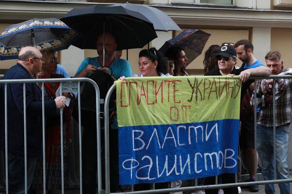 Акция в поддержку журналиста К. Вышинского - Sputnik Таджикистан