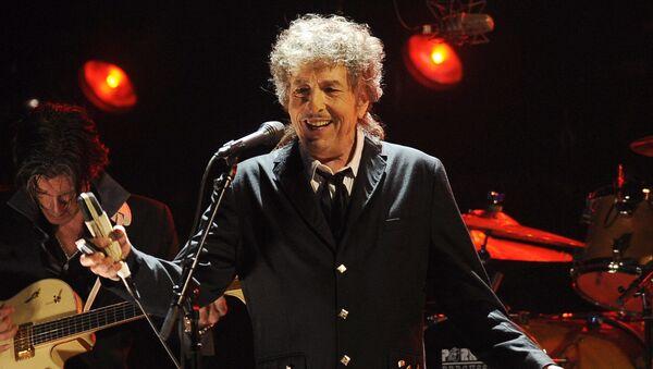Американский автор-исполнитель, художник, писатель и киноактер Боб Дилан - Sputnik Таджикистан
