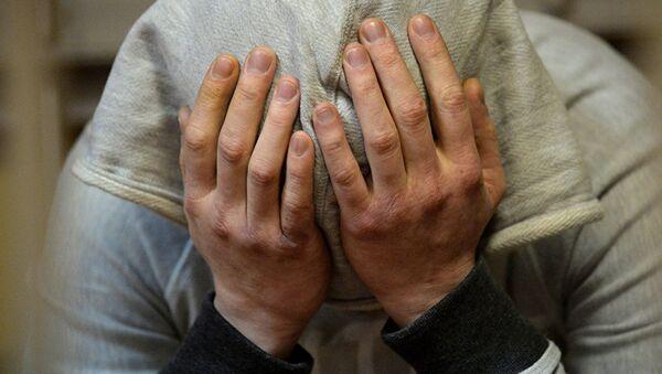 Мужчина плачет, архивное фото - Sputnik Тоҷикистон