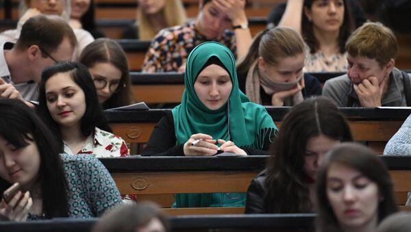 Студентка в аудитории Московского педагогического государственного университета, архивное фото - Sputnik Тоҷикистон