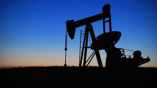 Нефтяной насос на закате, архивное фото - Sputnik Таджикистан
