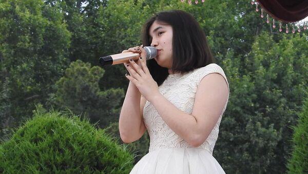 Мехрона Гайбуллоева выступила в Душанбе в День таджикской молодежи - Sputnik Таджикистан