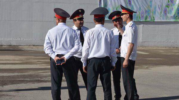 Сотрудники милиции в Душанбе - Sputnik Тоҷикистон