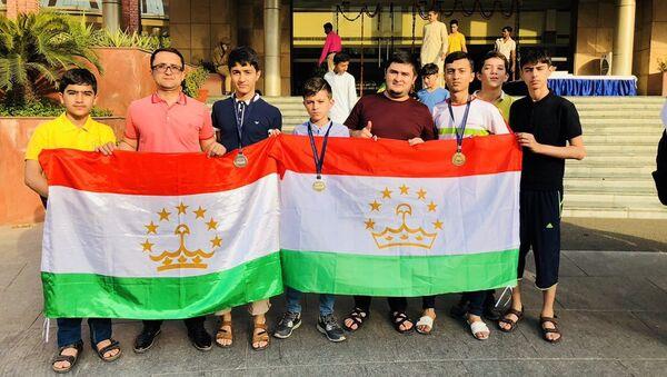 Таджикские школьники на олимпиаде в Индии - Sputnik Тоҷикистон