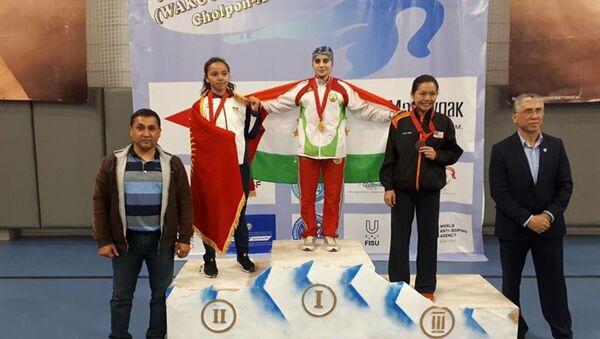 Таджикская спортсменка Фотима Холова выиграла золото чемпионата Азии по кикбоксингу (WAKO) в Кыргызстане - Sputnik Таджикистан