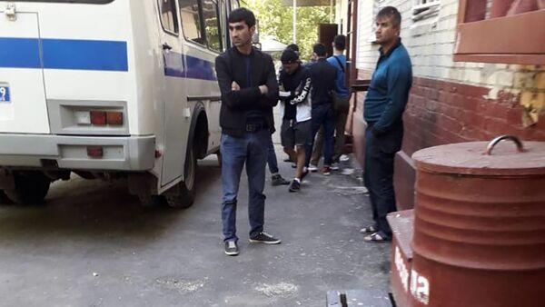 Задержание мигрантов в Москве - Sputnik Таджикистан