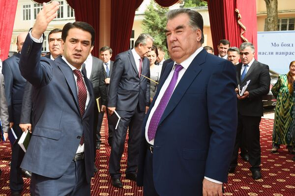 Рустам Эмомали и Эмомли Рахмон открыли строительство новой школы - Sputnik Таджикистан