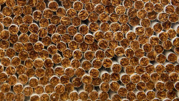 Производство сигарет, архивное фото - Sputnik Таджикистан
