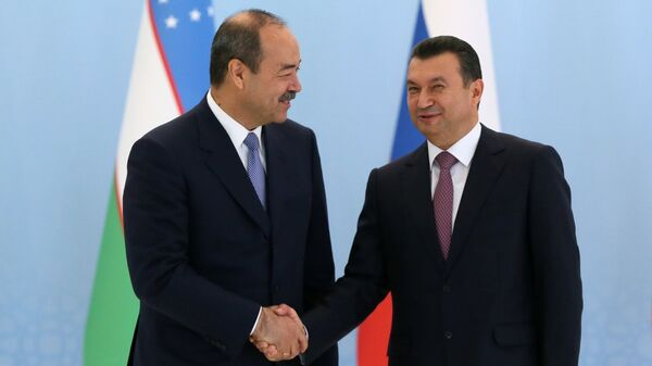 Премьер-министр Узбекистана Абдулла Арипов (слева) и премьер-министр Таджикистана Кохир Расулзода, архивное фото - Sputnik Таджикистан