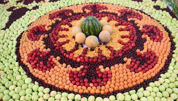 Композиция из фруктов - Sputnik Таджикистан