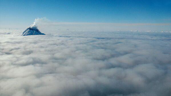 Вид вулкана Августин в США - Sputnik Таджикистан
