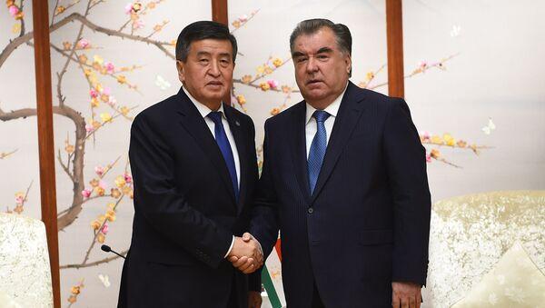 Президент Таджикистана Эмомали Рахмон и глава Кыргызстана Сооронбай Жээнбеков - Sputnik Тоҷикистон