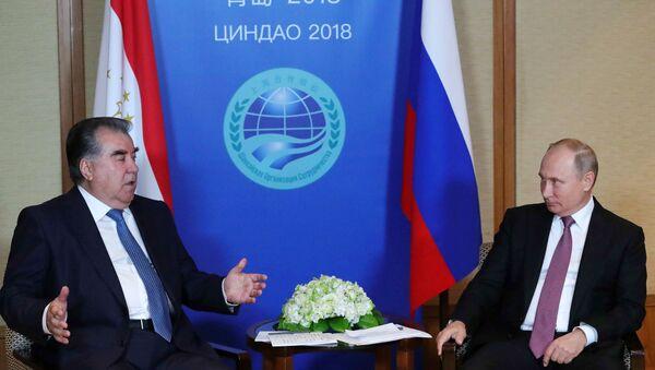 Президент РФ В. Путин на саммите ШОС в Китае - Sputnik Тоҷикистон