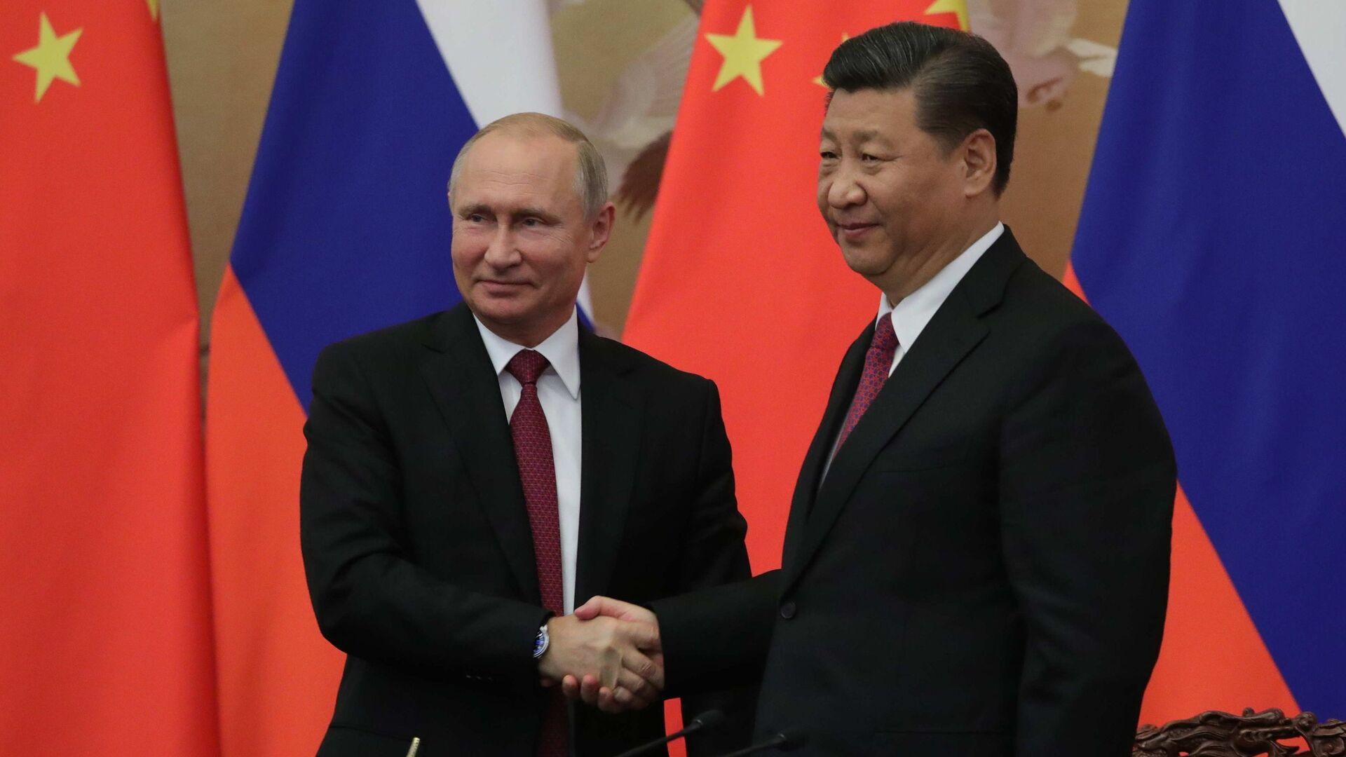 Президент РФ Владимир Путин и председатель КНР Си Цзиньпин - Sputnik Таджикистан, 1920, 14.10.2021