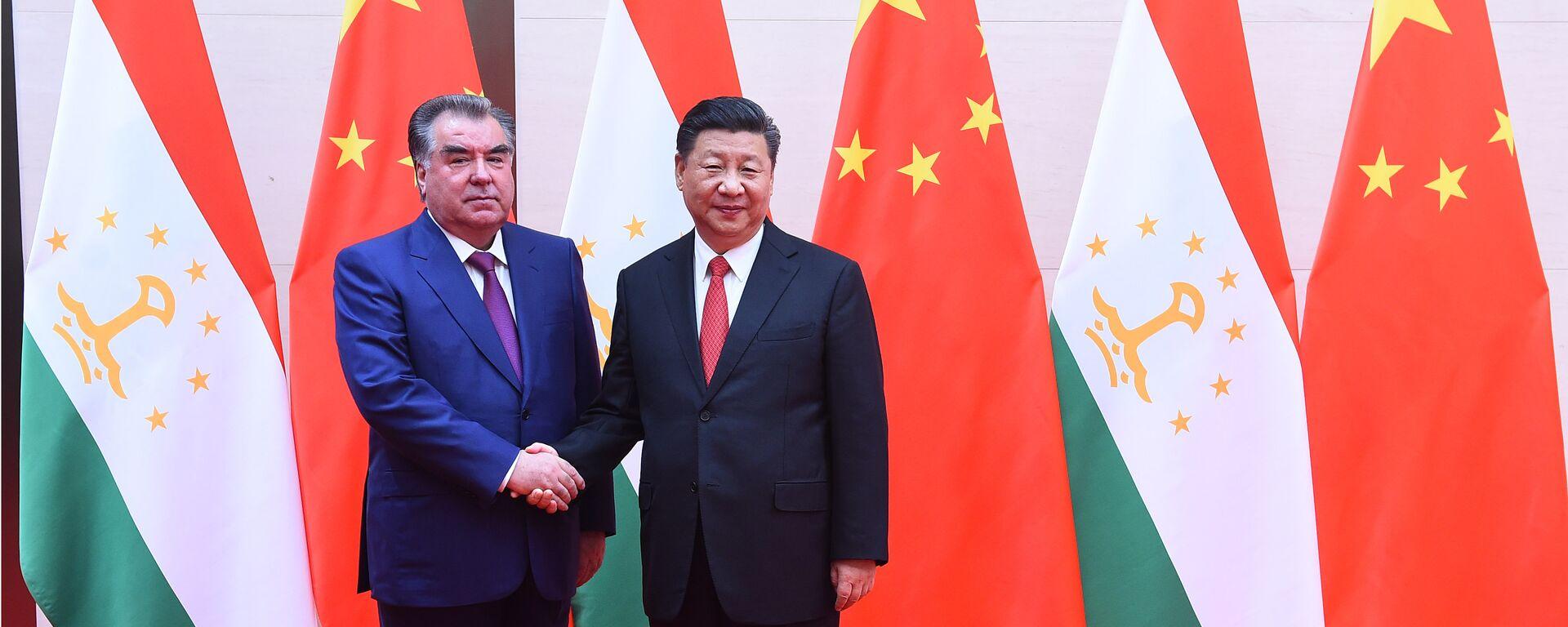 Президент Таджикистана Эмомали Рахмон и председатель КНР Си Цзиньпин - Sputnik Таджикистан, 1920, 07.09.2021