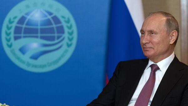 Президент РФ В. Путин на саммите ШОС в Китае - Sputnik Таджикистан