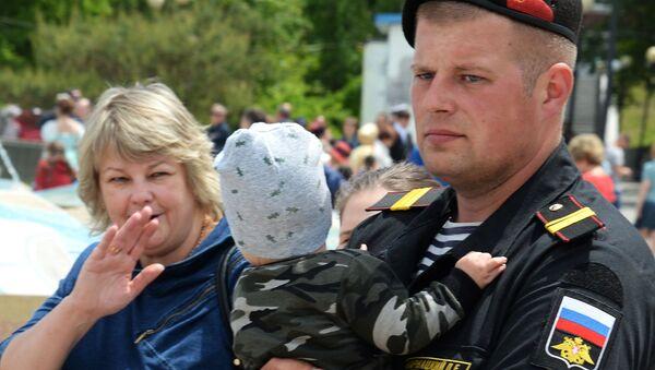 Во время празднования Дня России на набережной Спортивной гавани во Владивостоке - Sputnik Тоҷикистон
