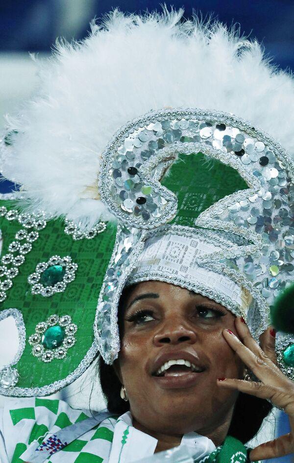 Болельщица сборной Нигерии на матче группового этапа чемпионата мира по футболу между сборными Хорватии и Нигерии - Sputnik Таджикистан