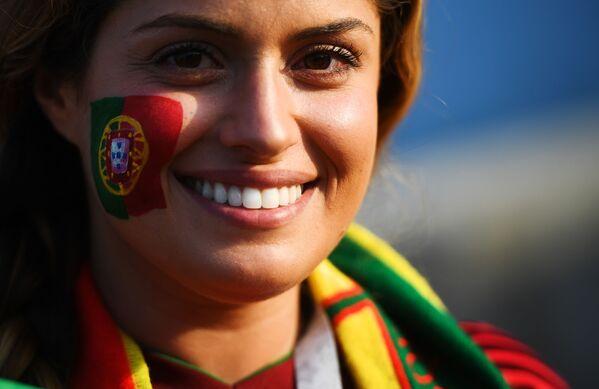 Болельщица сборной Португалии перед матчем группового этапа чемпионата мира по футболу между сборными Португалии и Испании - Sputnik Таджикистан