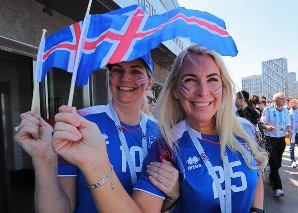 İslaniyalı qadın azarkeşlər Argentina ilə oyundan əvvəl - Sputnik Таджикистан