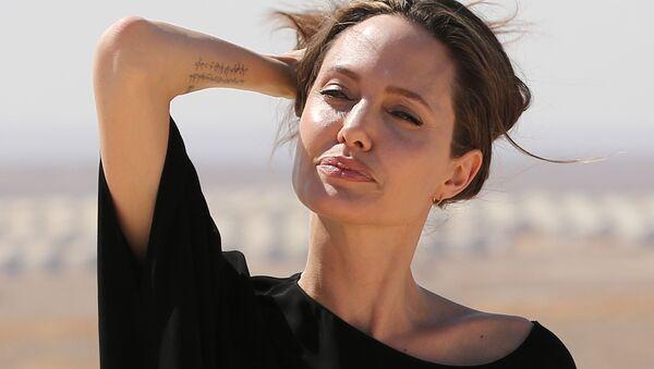 Актриса и посол доброй воли ООН Анджелина Джоли - Sputnik Таджикистан