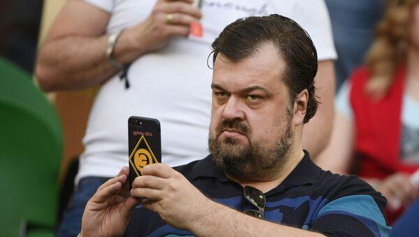 Спортивный комментатор, телеведущий Василий Уткин - Sputnik Таджикистан