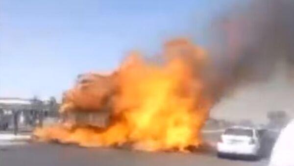 В Ташкенте сгорел трактор - Sputnik Таджикистан