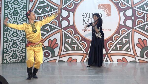 Выступление таджикских артистов на фестивале в парке-музее Этномир - Sputnik Таджикистан