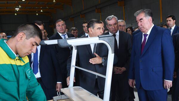 Эмомали Рахмон на открытии мебельного предприятия в Согде - Sputnik Таджикистан