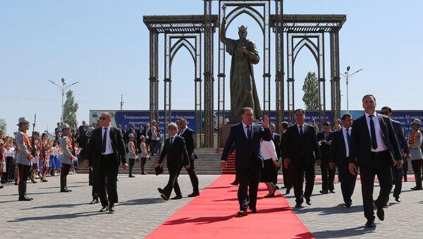 Церемония открытия памятника Исмоили Сомони в городе Конибодом - Sputnik Тоҷикистон