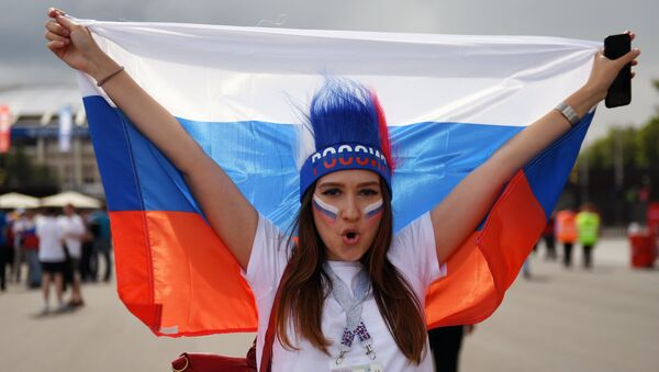 Болельщики перед матчем ЧМ-2018 по футболу между сборными Испании и России - Sputnik Тоҷикистон