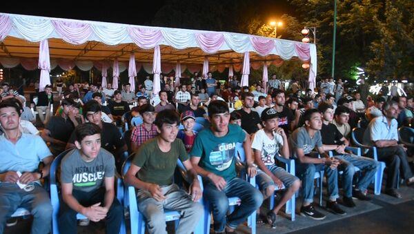 Жители Душанбе следят за ЧМ на фестивале болельщиков - Sputnik Таджикистан
