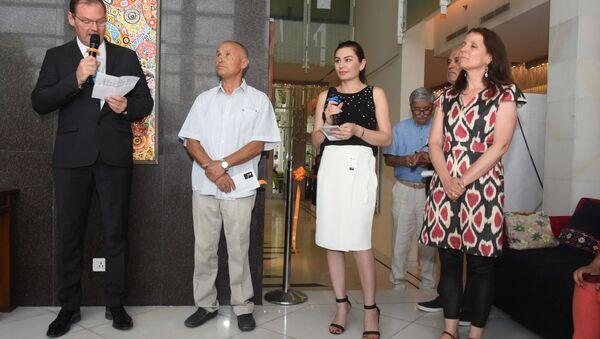 Открытие выставки заслуженного художника Таджикистана Фарруха Негматзаде - Sputnik Таджикистан