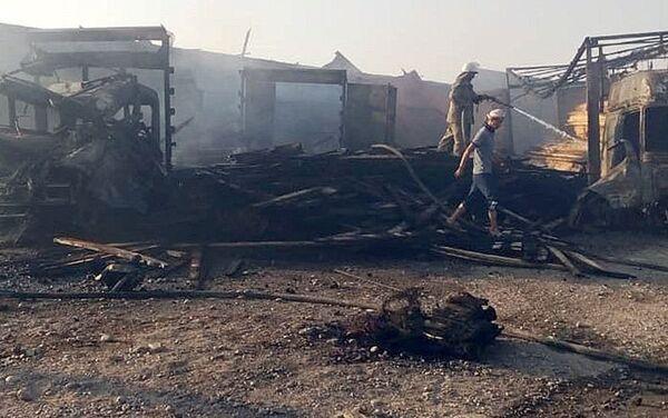 Последствия взрыва автозаправочной станции в Лейлекском районе - Sputnik Таджикистан