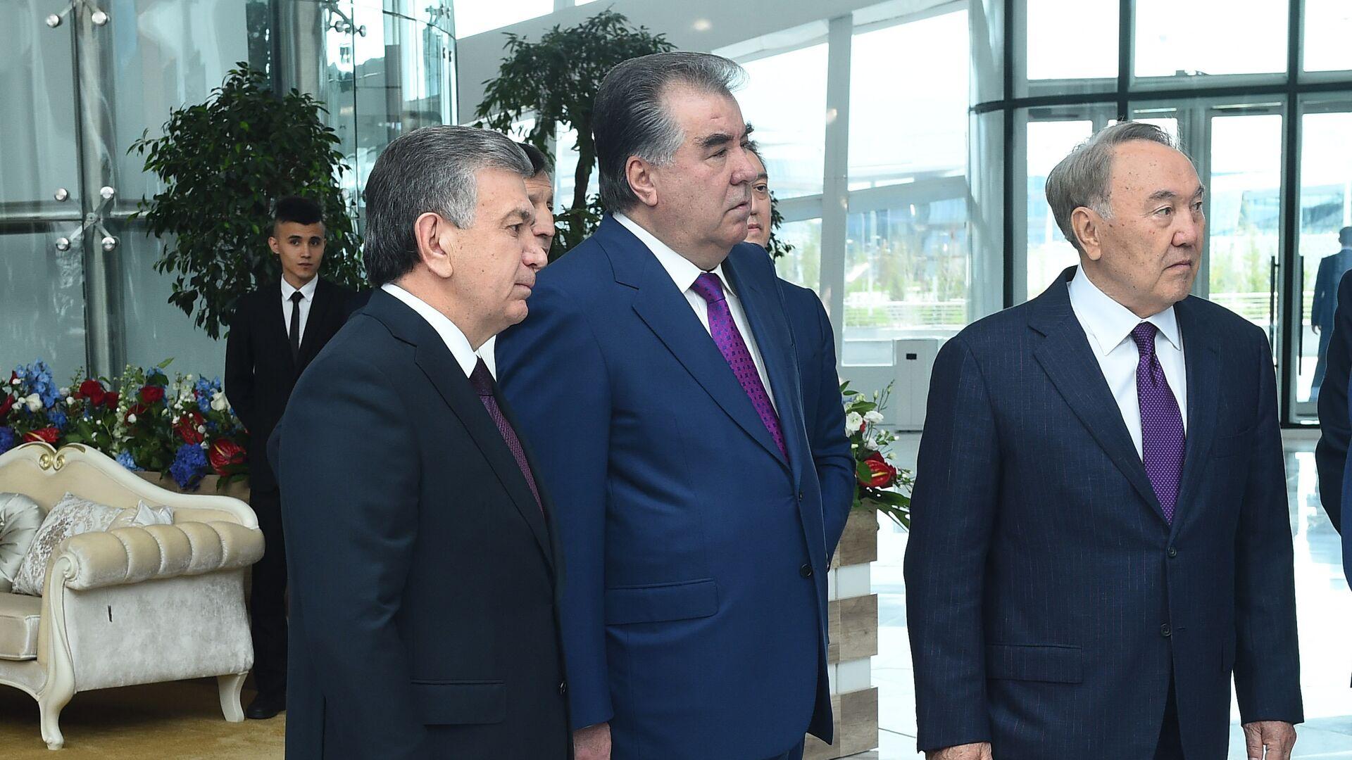 Президент Узбекистана Шавкат Мирзиёев, лидер Таджикистана Эмомали Рахмон и глава Казахстана Нурсултан Назарбаев  - Sputnik Таджикистан, 1920, 22.07.2021