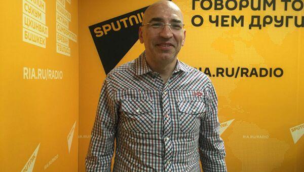 Политолог Леонид Крутаков - Sputnik Таджикистан