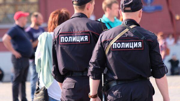 Сотрудники полиции на улице Москвы, архивное фото - Sputnik Таджикистан