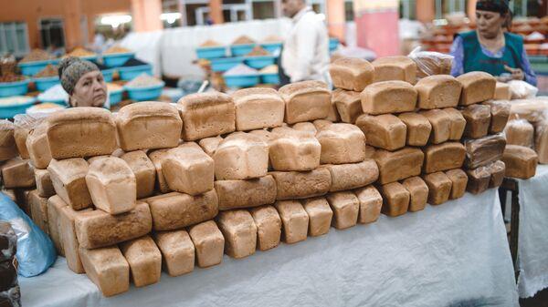 Хлеб на рынке, архивное фото - Sputnik Тоҷикистон