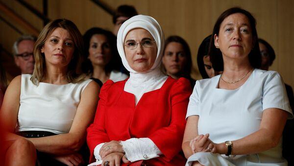 Супруга президента Болгарии Десислава Радева, первая леди Турции Эмине Эрдоган и супруга Йенса Столтенберга Ингрид Шулеруд - Sputnik Таджикистан