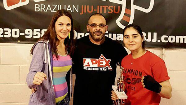 Таджикская спортсменка Зухро Холова выиграла золото международного турнира по профессиональному бою в США - Sputnik Таджикистан