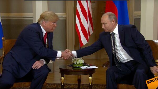 Рукопожатие Путина и Трампа - Sputnik Таджикистан