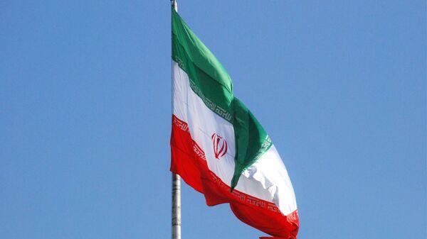 Флаг Ирана на одной из улиц Тегерана - Sputnik Тоҷикистон